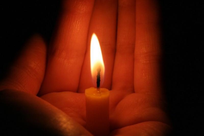 Горящая свеча фото