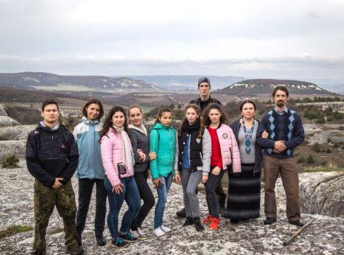 Паломничество православной молодежи в храмы древнего пещерного города Эски-Кермен