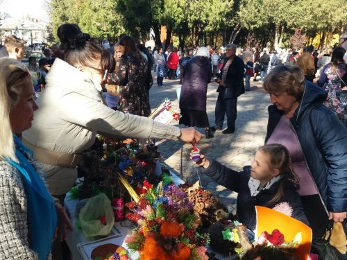 Учащиеся детской воскресной школы при храме Всех Крымских святых в поселке Гвардейское Симферопольского района приняли участие в благотворительной акции