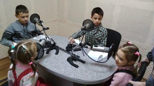 Учащиеся симферопольской воскресной школы приняли участие в радиоэфире на телеканале Крыма