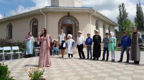 Выступление учащихся детской воскресной школы в день памяти святых жен-мироносиц в поселке Молодежное Симферопольского района