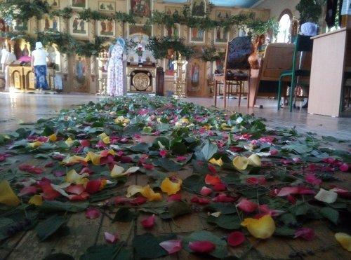 Празднование Святой Троицы в Свято-Никольском храме Симферополя