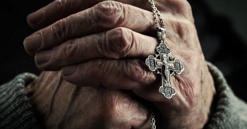 Можно ли носить крестик умершего человека
