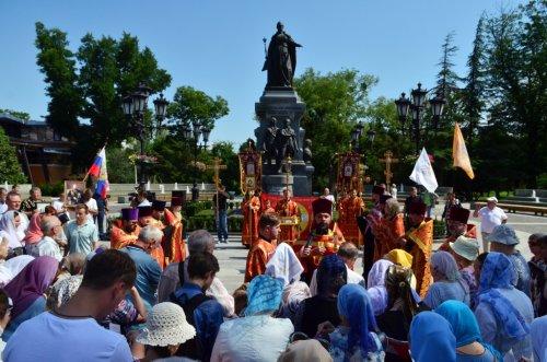 Симферопольские священнослужители приняли участие в крестном ходе в память святых Царственных Страстотерпцев