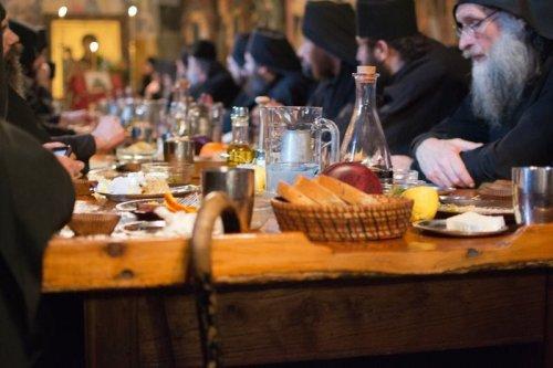 Афонские монахи запрещают пить пиво