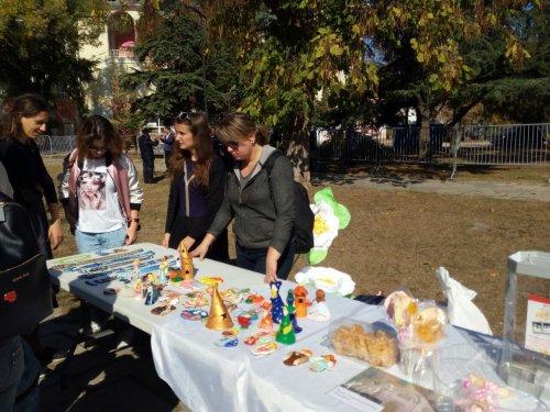 В Екатерининском саду Симферополя прошла благотворительная акция «Белый цветок»