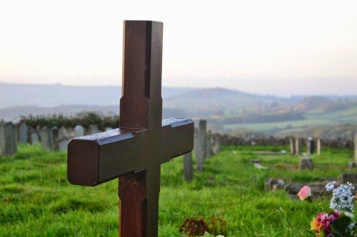 Почему роскошные похороны и богатые гробницы с христианской точки зрения предосудительны?