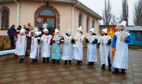 Воспитанники воскресной школы при храме Рождества Христова поздравили прихожан рождественским выступлением