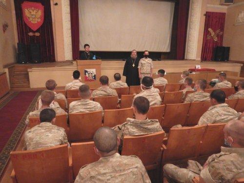 Священники провели беседу с военнослужащими Гвардейского гарнизона