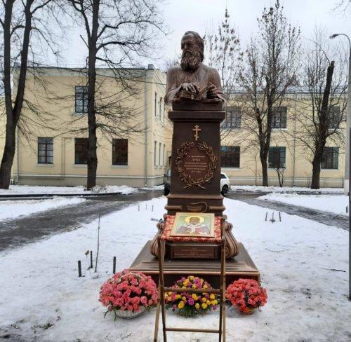 В Москве установили скульптуру святителя Луки